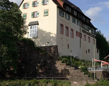 Felsenstraße 2, 4 Mietwohnungen und 2 Gewerbeeinheiten