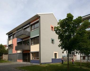Westliche Karl-Friedrich-Straße 258+258a, 4 Mietwohnungen, 1 Gewerbeeinheit (Modernisierung)